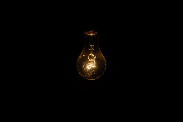 light-bulb-1081844_1280-768x512