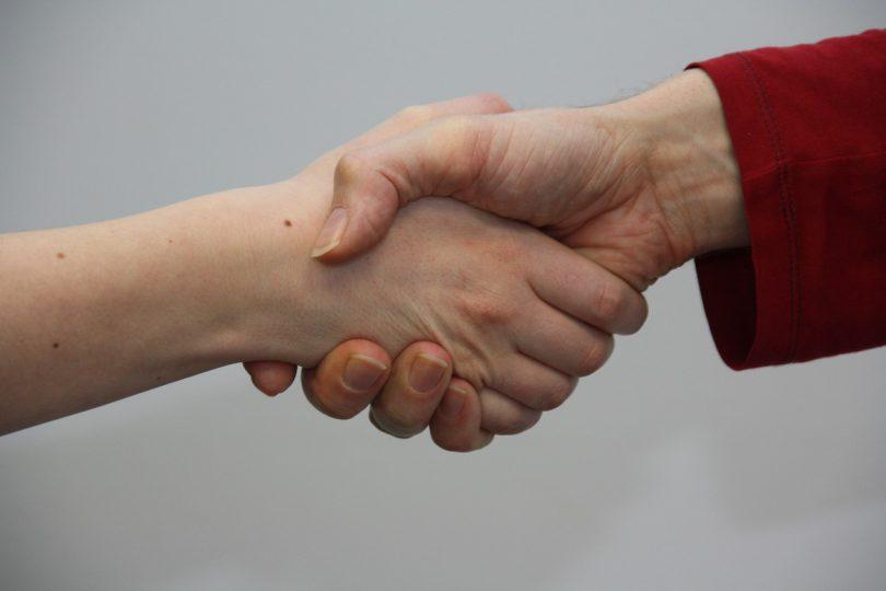 hands-1439403_1280